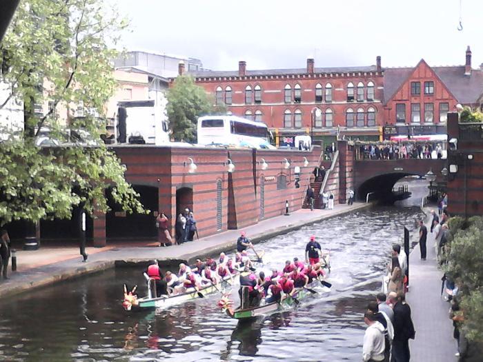 Dragon boat festival sur le canal